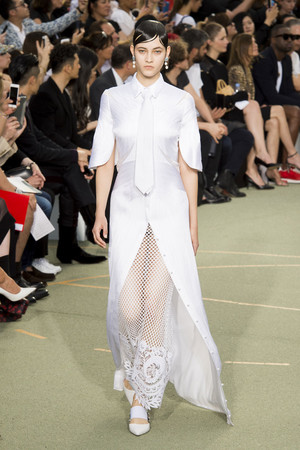 Показ Givenchy коллекции сезона Весна-лето  2017 года Men prêt-à-porter - www.elle.ru - Подиум - фото 606806