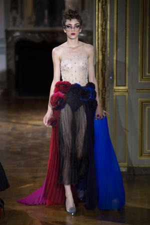 Показ Ulyana Sergeenko коллекции сезона Осень-зима 2015-2016 года haute couture - www.elle.ru - Подиум - фото 596873