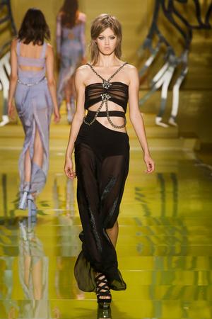 Показ Versace коллекции сезона Весна-лето 2014 года Prêt-à-porter - www.elle.ru - Подиум - фото 564877