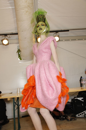 Показ Christian Dior коллекции сезона Осень-зима 2010-2011 года Haute couture - www.elle.ru - Подиум - фото 167420