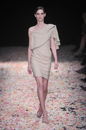 Показ Givenchy коллекции сезона Весна-лето 2009 года Haute couture - www.elle.ru - Подиум - фото 86831