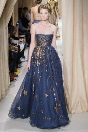 Показ Valentino коллекции сезона Весна-лето 2015 года haute couture - www.elle.ru - Подиум - фото 593299