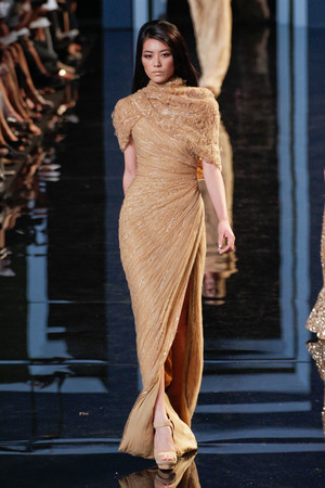 Показ Elie Saab коллекции сезона Осень-зима 2010-2011 года haute couture - www.elle.ru - Подиум - фото 168171
