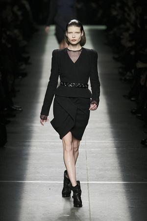 Показ Givenchy коллекции сезона Осень-зима 2009-2010 года prêt-à-porter - www.elle.ru - Подиум - фото 98450