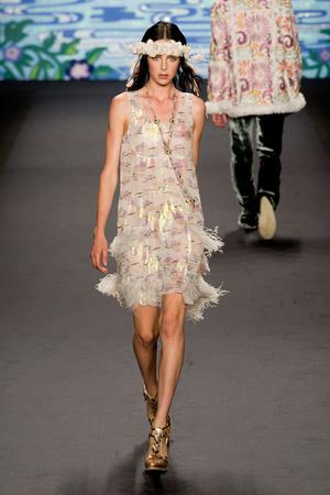 Показ Anna Sui коллекции сезона Весна-лето 2014 года prêt-à-porter - www.elle.ru - Подиум - фото 562297