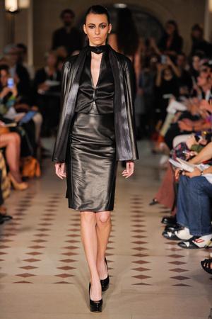 Показ Atelier Gustavo Lins коллекции сезона Осень-зима 2012-2013 года haute couture - www.elle.ru - Подиум - фото 404117