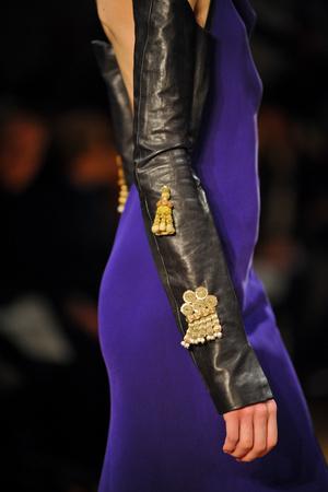 Показ Atelier Gustavo Lins коллекции сезона Весна-лето 2013 года haute couture - www.elle.ru - Подиум - фото 480214