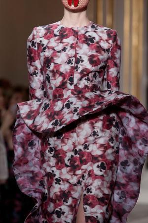 Показ Giambattista Valli коллекции сезона Осень-зима 2012-2013 года Haute couture - www.elle.ru - Подиум - фото 403791