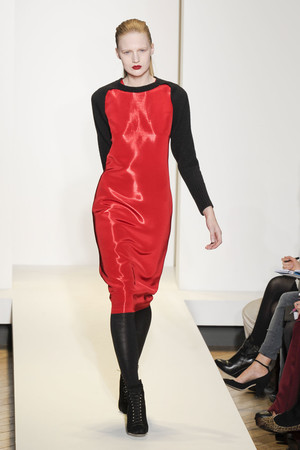 Показ Nicole Farhi коллекции сезона Осень-зима 2011-2012 года prêt-à-porter - www.elle.ru - Подиум - фото 240577