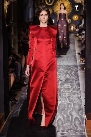 Показ Valentino коллекции сезона Осень-зима 2013-2014 года Haute couture - www.elle.ru - Подиум - фото 556497