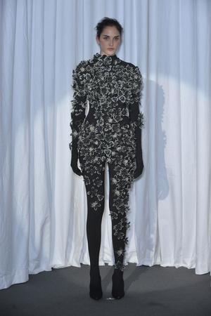 Показ Maison Martin Margiela коллекции сезона Весна-лето 2010 года haute couture - www.elle.ru - Подиум - фото 139141