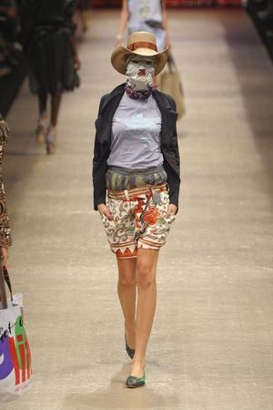 Показ Vivienne Westwood коллекции сезона Весна-лето 2011 года prêt-à-porter - www.elle.ru - Подиум - фото 189068