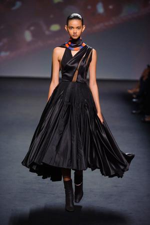 Показ Christian Dior коллекции сезона Осень-зима 2013-2014 года haute couture - www.elle.ru - Подиум - фото 556352