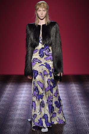 Показ Schiaparelli коллекции сезона Осень-зима 2014-2015 года Haute couture - www.elle.ru - Подиум - фото 584729