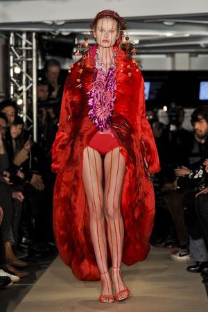 Показ Maurizio Galante коллекции сезона Весна-лето 2011 года haute couture - www.elle.ru - Подиум - фото 216013
