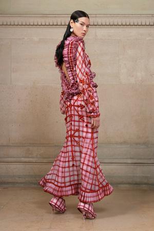 Показ Givenchy коллекции сезона Весна-лето  2017 года Haute couture - www.elle.ru - Подиум - фото 616606