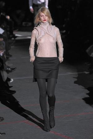 Показ Givenchy коллекции сезона Осень-зима 2010-2011 года Prêt-à-porter - www.elle.ru - Подиум - фото 156192