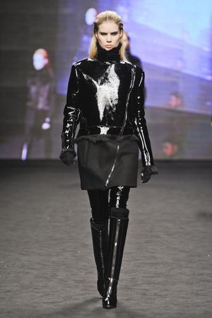 Показ CNC Costume National коллекции сезона Осень-зима 2012-2013 года Prêt-à-porter - www.elle.ru - Подиум - фото 362548