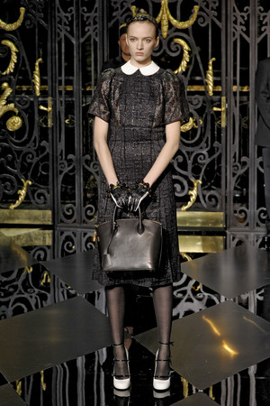 Показ Louis Vuitton коллекции сезона Осень-зима 2011-2012 года Prêt-à-porter - www.elle.ru - Подиум - фото 255492