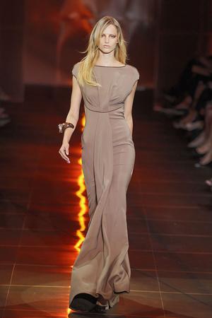 Показ Giorgio Armani Privé коллекции сезона Осень-зима 2010-2011 года haute couture - www.elle.ru - Подиум - фото 167646