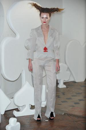 Показ On Aura Tout Vu коллекции сезона Весна-лето 2010 года haute couture - www.elle.ru - Подиум - фото 138769