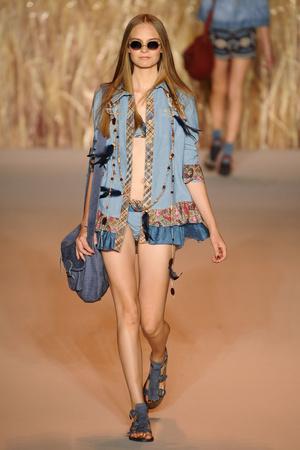 Показ Anna Sui коллекции сезона Весна-лето 2011 года prêt-à-porter - www.elle.ru - Подиум - фото 177325
