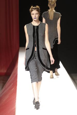 Показ Yohji Yamamoto коллекции сезона Весна-лето 2012 года Prêt-à-porter - www.elle.ru - Подиум - фото 310826