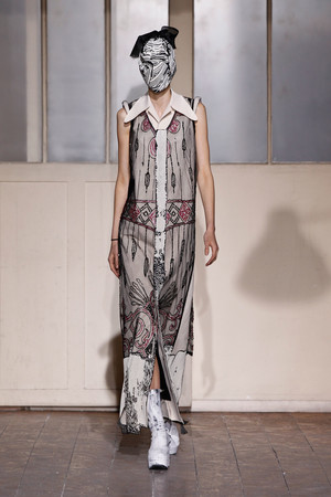 Показ Maison Martin Margiela коллекции сезона Весна-лето 2013 года Haute couture - www.elle.ru - Подиум - фото 480786