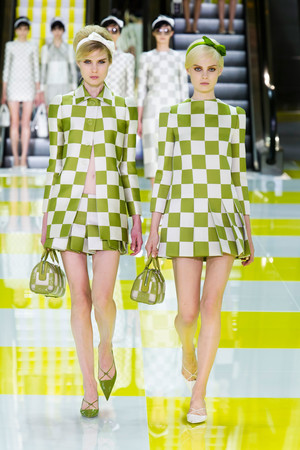 Показ Louis Vuitton коллекции сезона Весна-лето 2013 года prêt-à-porter - www.elle.ru - Подиум - фото 462663