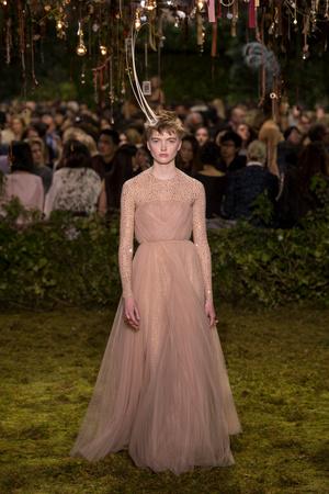 Показ Christian Dior коллекции сезона Весна-лето  2017 года Haute couture - www.elle.ru - Подиум - фото 616272