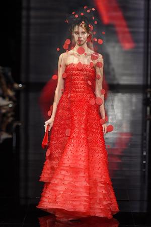 Показ Armani Prive коллекции сезона Осень-зима 2014-2015 года Haute couture - www.elle.ru - Подиум - фото 584948