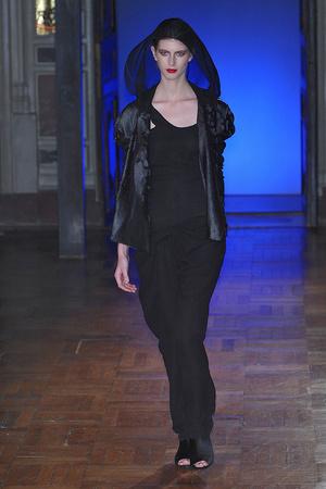 Показ Anne Valerie Hash коллекции сезона Весна-лето 2010 года haute couture - www.elle.ru - Подиум - фото 138011
