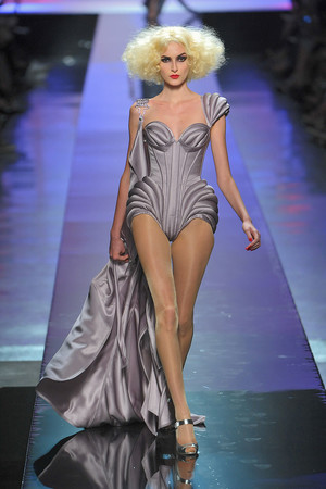 Показ Jean Paul Gaultier коллекции сезона Осень-зима 2009-2010 года Haute couture - www.elle.ru - Подиум - фото 87939