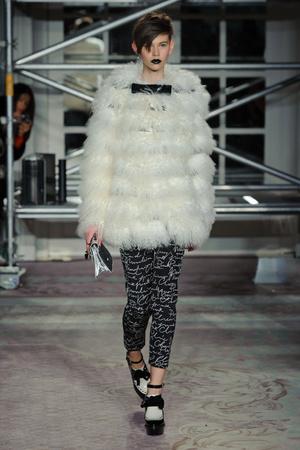 Показ Moschino Cheap & Chic коллекции сезона Осень-зима 2013-2014 года Prêt-à-porter - www.elle.ru - Подиум - фото 499078
