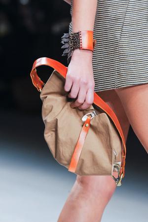 Показ Fashion Fringe коллекции сезона Весна-лето 2013 года prêt-à-porter - www.elle.ru - Подиум - фото 435581