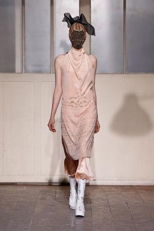 Показ Maison Martin Margiela коллекции сезона Весна-лето 2013 года Haute couture - www.elle.ru - Подиум - фото 480780