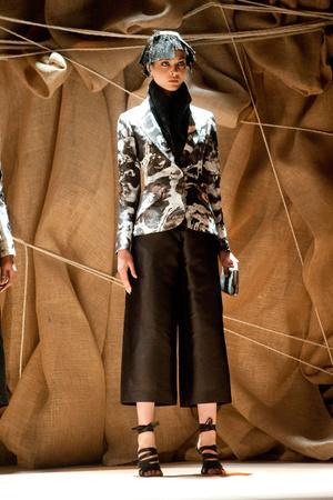 Показ Franck Sorbier коллекции сезона Весна-лето 2013 года Haute couture - www.elle.ru - Подиум - фото 480414
