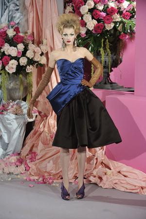 Показ Christian Dior коллекции сезона Весна-лето 2010 года haute couture - www.elle.ru - Подиум - фото 138243
