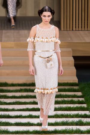 Показ Chanel коллекции сезона Весна-лето  2016 года haute couture - www.elle.ru - Подиум - фото 602759