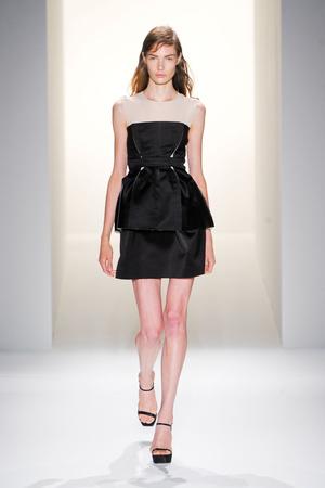 Показ Calvin Klein Collection коллекции сезона Весна-лето 2013 года prêt-à-porter - www.elle.ru - Подиум - фото 423617