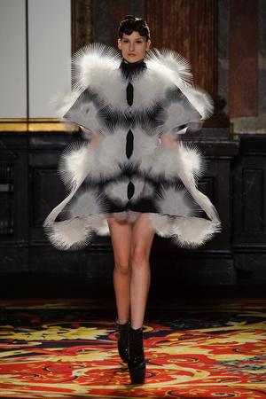 Показ  коллекции сезона Весна-лето 2013 года Haute couture - www.elle.ru - Подиум - фото 477474