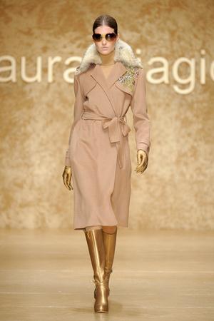 Показ Laura Biagiotti коллекции сезона Осень-зима 2011-2012 года prêt-à-porter - www.elle.ru - Подиум - фото 246902