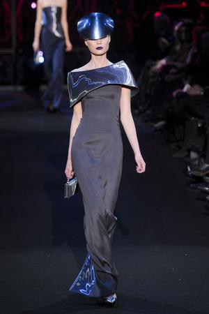 Показ Giorgio Armani Privé коллекции сезона Весна-лето 2011 года Haute couture - www.elle.ru - Подиум - фото 214971