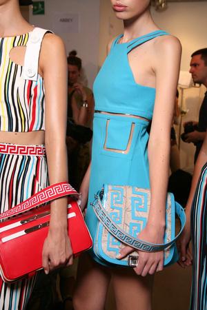 Показ Versace коллекции сезона Весна-лето 2011 года Prêt-à-porter - www.elle.ru - Подиум - фото 185679