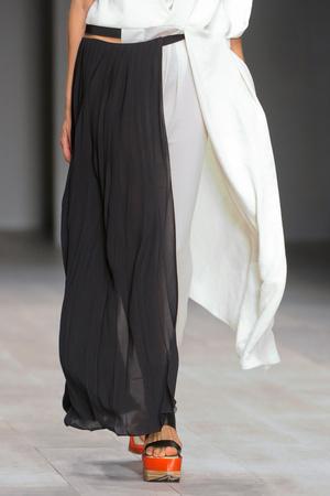 Показ Fashion Fringe коллекции сезона Весна-лето 2013 года prêt-à-porter - www.elle.ru - Подиум - фото 435584