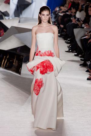 Показ Giambattista Valli коллекции сезона Весна-лето 2014 года Haute couture - www.elle.ru - Подиум - фото 574308
