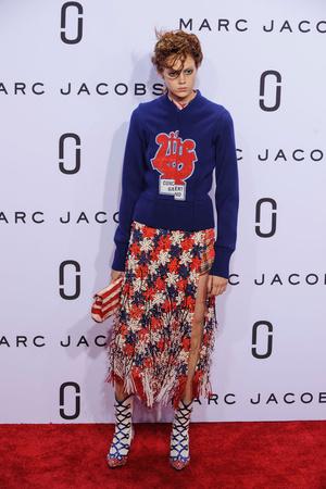 Показ Marc Jacobs коллекции сезона Весна-лето  2016 года Prêt-à-porter - www.elle.ru - Подиум - фото 598766