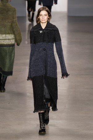 Показ Calvin Klein Collection коллекции сезона Осень-зима 2014-2015 года Prêt-à-porter - www.elle.ru - Подиум - фото 578022