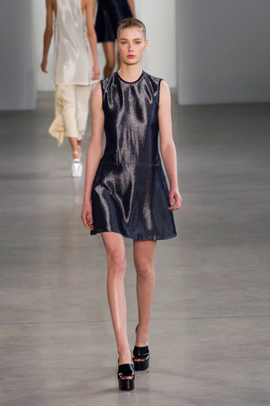 Показ Calvin Klein Collection коллекции сезона Весна-лето 2015 года Prêt-à-porter - www.elle.ru - Подиум - фото 587188