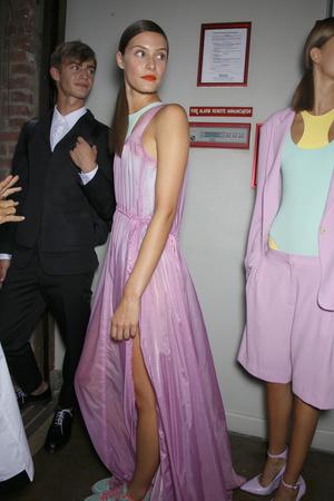 Показ DKNY коллекции сезона Весна-лето 2014 года Prêt-à-porter - www.elle.ru - Подиум - фото 558195